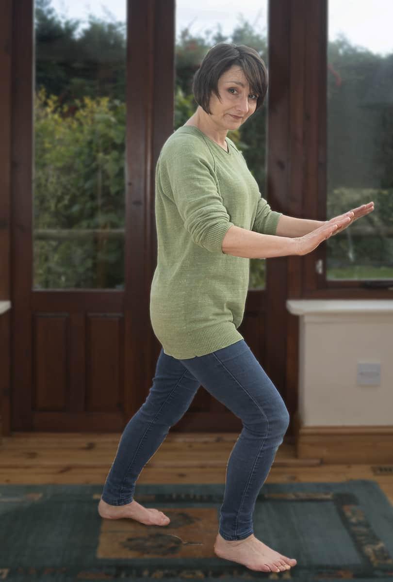 Calming Tai Chi - weight transfers forward
